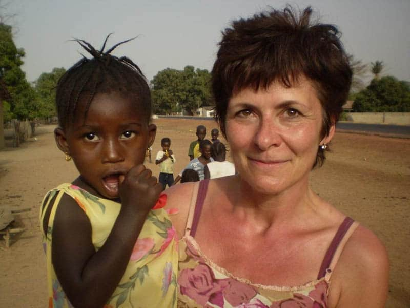 Kerstin mit Kind in Gambia